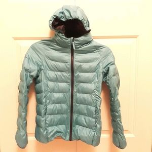 Uniqlo kids turquoise-blue light puffy jacket